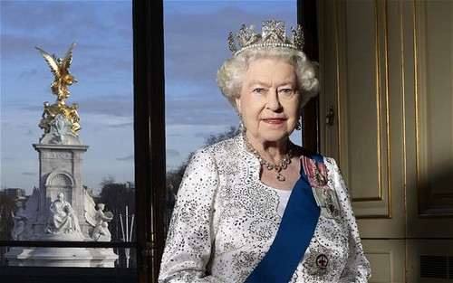 ratu elizabeth ii wallpaper titled Official Diamond Jubilee portrait of queen Elizabeth II