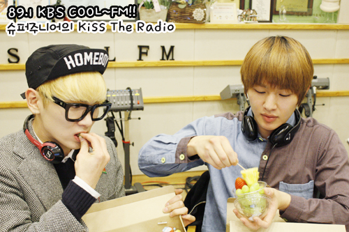 SHINee Обои possibly containing a тамале, tamale entitled Onew & Key - Kiss The Radio (1.9.2013)