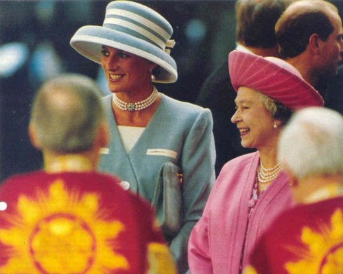Queen Elizabeth II achtergrond titled Queen Elizabeth II and princess diana