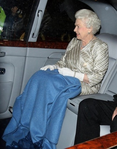 Ratu Elizabeth II kertas dinding probably with a living room titled Queen Elizabeth II is all smiles as she is seen leaving the Royal Albert Hall in London