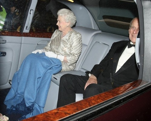 কুইন Elizabeth II is all smiles as she is seen leaving the Royal Albert Hall in লন্ডন