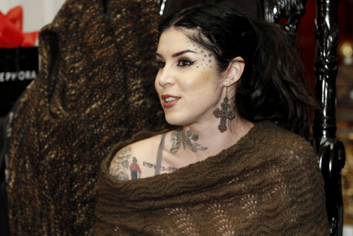 Kat Von D wallpaper entitled Sephora VIB Holiday Cocktail Party Hosted By Kat Von D at Kat Von D's Wonderland Gallery