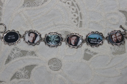 THE X-FILES charm bracelet