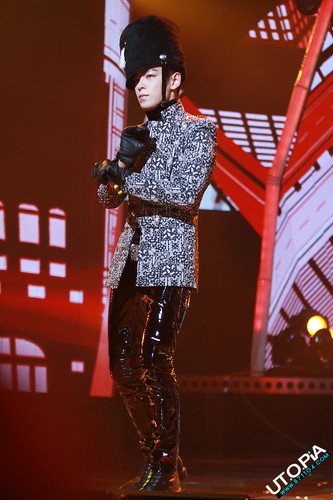 Choi Seung Hyun wolpeyper with a hip boot titled TOP#11