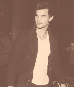 Taylor leaving the Staples center(1/9/13)