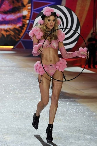 Doutzen Kroes wallpaper titled Victoria's Secret Fashion Show 2012