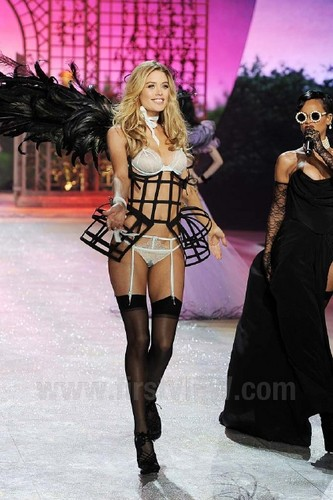 Victoria's Secret Fashion Показать 2012