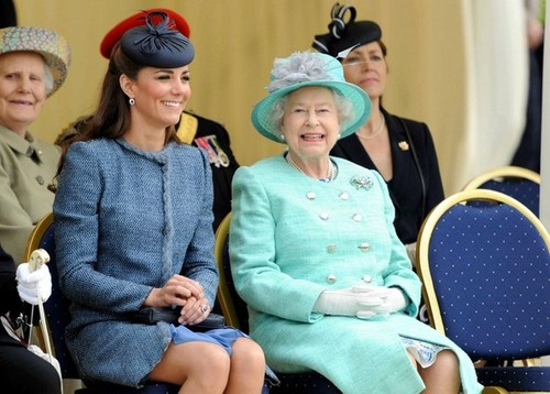 Will and Kate gabung the queen in Nottingham
