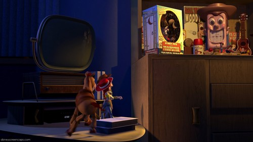 Toy Story 2 壁纸 with a living room, a family room, and a dressing 表 titled Woody Collection Items