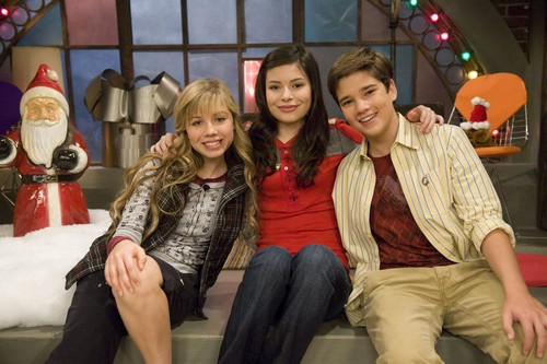 iCarly wallpaper possibly with a well dressed person titled iChristmas