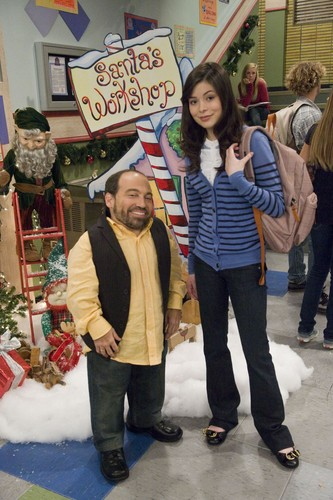 iCarly wolpeyper entitled iChristmas