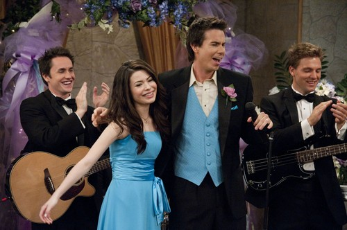 iCarly achtergrond possibly containing a bridesmaid called iDo