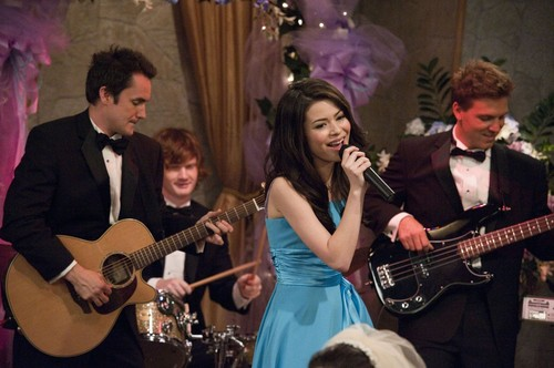 iCarly 바탕화면 with a guitarist entitled iDo