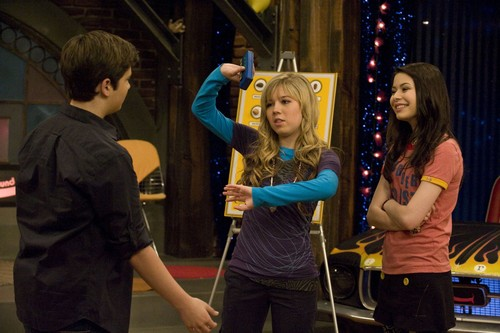 iCarly वॉलपेपर called iEnrage Gibby