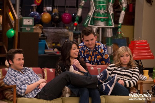 iCarly wolpeyper possibly containing a pab called iGoodbye
