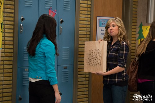 iCarly वॉलपेपर probably with a newspaper titled iGoodbye