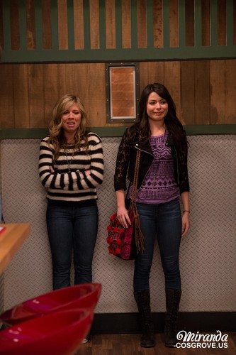 iCarly wolpeyper possibly with a sign, a living room, and a hip boot entitled iGoodbye