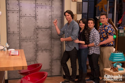 iCarly wolpeyper with a barrow called iGoodbye