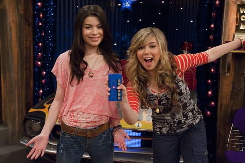 iCarly wolpeyper with a triceratops entitled iGot A Hot room