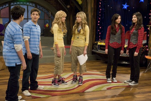 iCarly वॉलपेपर probably containing a hip boot, a business suit, and long trousers titled iLook a Like