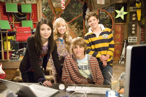 iCarly वॉलपेपर possibly with a sign called iMeet फ्रेड
