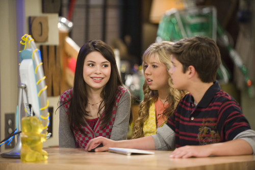 iCarly kertas dinding probably containing a sign called iMeet Fred