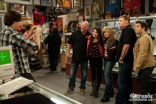 iCarly wolpeyper possibly with a street, a carriageway, and a kainan titled iPawn Stars