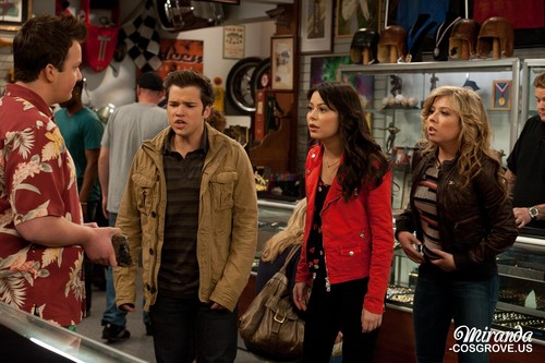 iCarly achtergrond probably with a straat and a diner called iPawn Stars