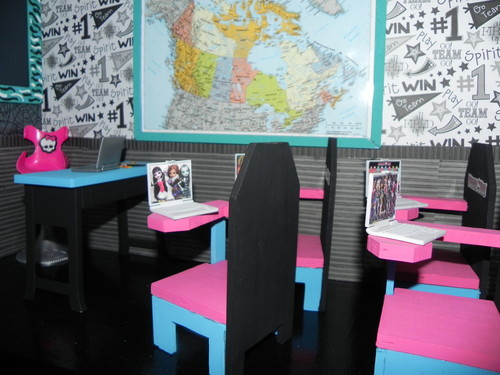 Monster High achtergrond containing a avondeten, diner tafel, tabel and a dining room titled monster high house and school