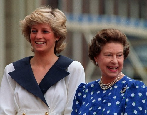 퀸 elizabeth and princess diana
