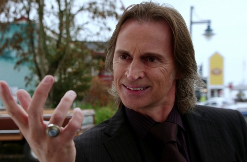 2x11 The Outsiderஐ..•.Mr. Gold