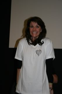 Amanda Tapping achtergrond with a jersey titled AT