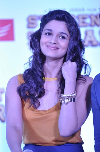 Bollywood wallpaper possibly containing a portrait entitled Alia Bhatt