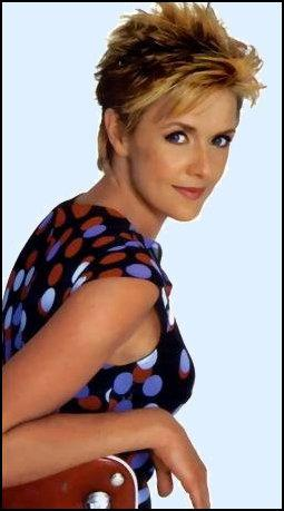 Amanda Tapping 바탕화면 with a portrait entitled Amanda