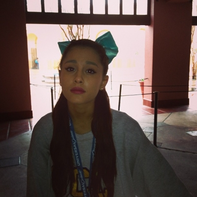 Ariana Grande hình nền called Ariana, Frankie, and Alexa in Orlando 1/18/13