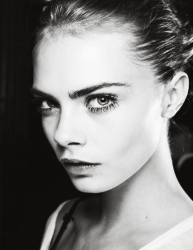 Cara Delevingne Обои probably containing a portrait titled Caraツ