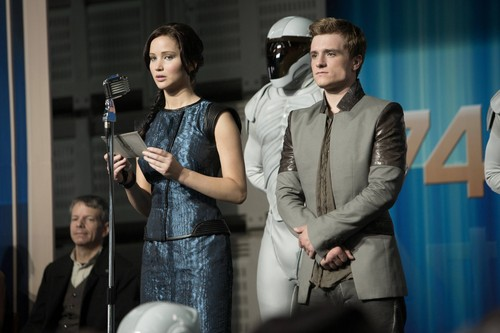 凯特尼斯·伊夫狄恩 壁纸 probably with a business suit called Catching Fire-Stills [HQ]