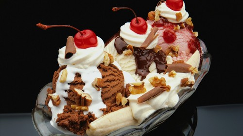 Ice Cream wallpaper with a banana split, a split, and an ice cream sundae called ICE CREAM!!