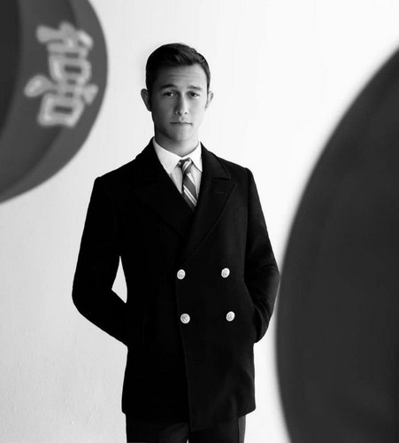 Joseph Gordon-Levitt karatasi la kupamba ukuta containing a business suit, a suit, and a well dressed person called Joe