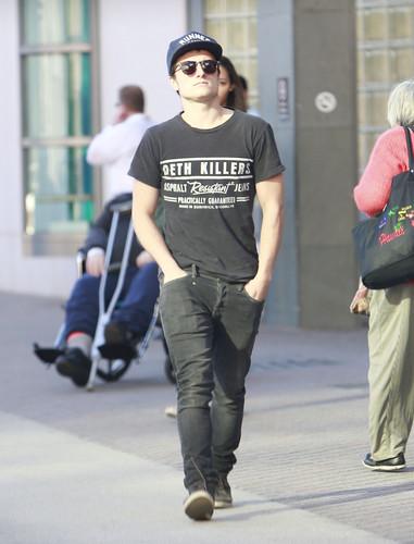 Josh Hutcherson leaving the UCLA Medical Plaza in Los Angeles (1/18/13) [HQ]