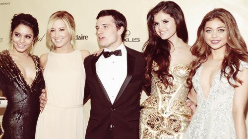 Josh With Selena Gomez & Others (Golden Globes)