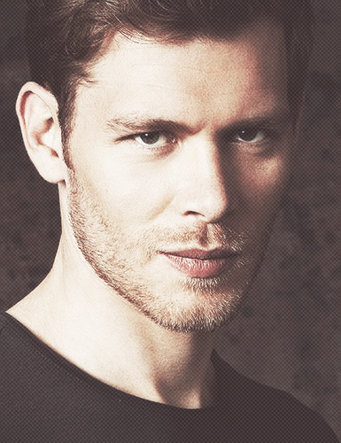 Klaus wallpaper with a portrait titled Klaus Mikaelson