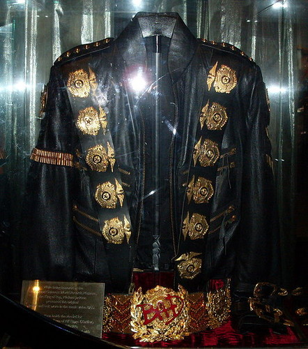 MJ's जैकेट