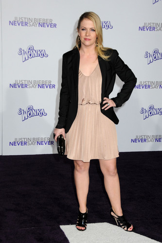 Melissa Joan Hart hình nền containing a well dressed person, a business suit, and an outerwear called Melissa Joan Hart