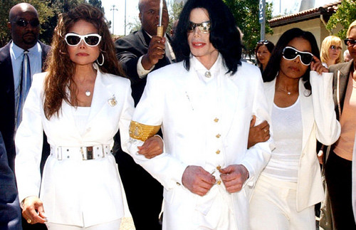 Michael Jackson Legacy 壁紙 with sunglasses called Michael With His Two Sisters Janet And LaToya