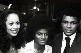 Mari wallpaper probably containing a business suit, a judge advocate, and a suit called Michael With Legendary Fighter, Muhammad Ali And Third Wife, Veronica
