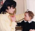 Michael and a little girl - michael-jackson photo