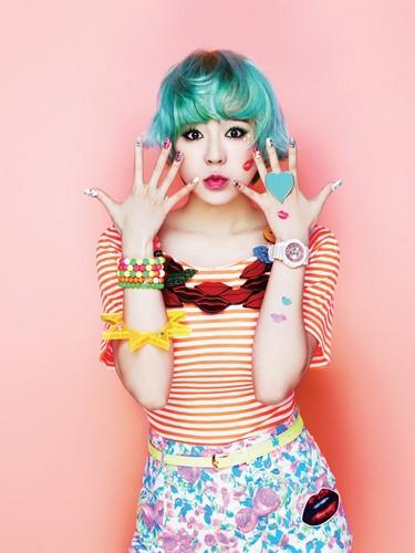 SNSD 吻乐队(Kiss) Me Baby-G 由 Casio    Sunny