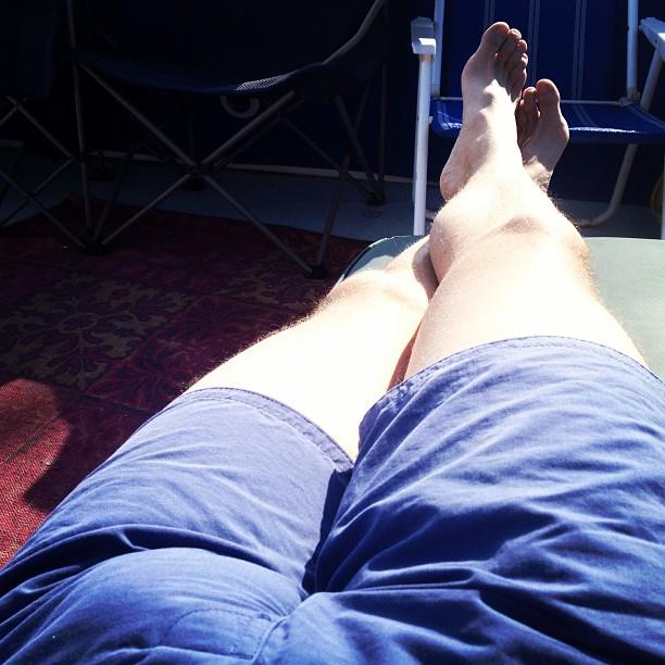 Sun bathing in jan, yes please an thank tu