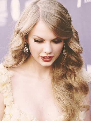 TaYlOr SiWfT Beautiful ~~~